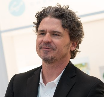 1200px-Dave_Eggers_(11483)