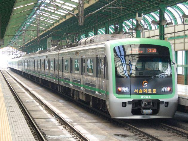 1200px-Seoul-Metro-2004-20070722